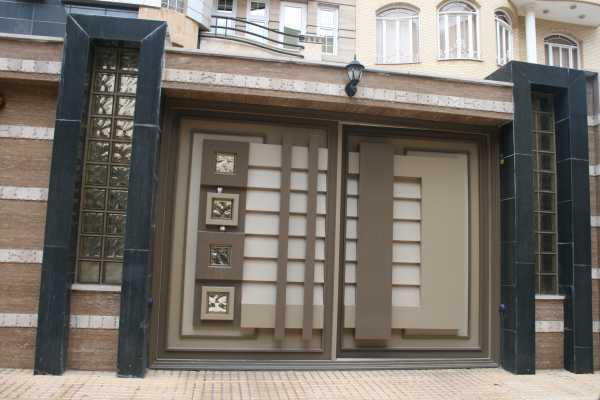 درب فلزی بسیار شیک و به روز با طرحی برجسته مناسب برای ورودی ساختمان , حیاط و پارکینگ کد ۱۰۶