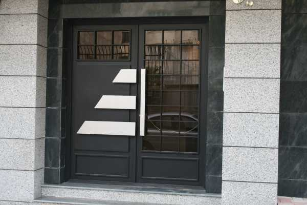 درب فلزی بسیار شیک و زیبا مناسب برای ورودی ساختمان و حیاط کد ۱۰۷