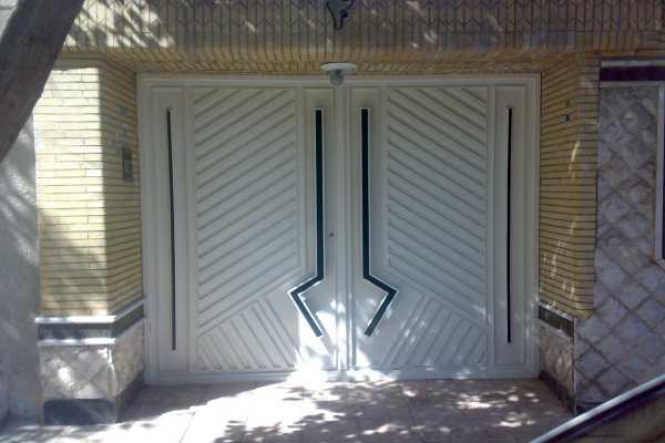 درب فلزی بسیار زیبا و شیک با طرحی منحصر به فرد مناسب برای ورودی حیاط , ساختمان و پارکینگ کد ۱۱۸
