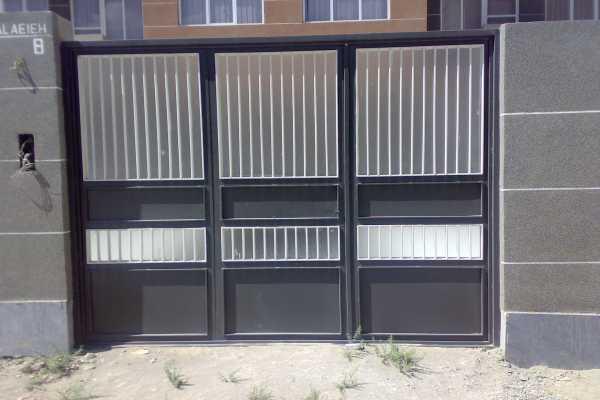 درب فلزی بسیار زیبا و ساده مناسب برای ورودی ساختمان , حیاط و پارکینگ کد ۱۱۹