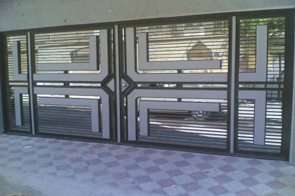 درب فلزی بسیار شیک و زیبا با طرح های برجسته مناسب برای ورودی حیاط , ساختمان و پارکینگ کد ۱۲۵