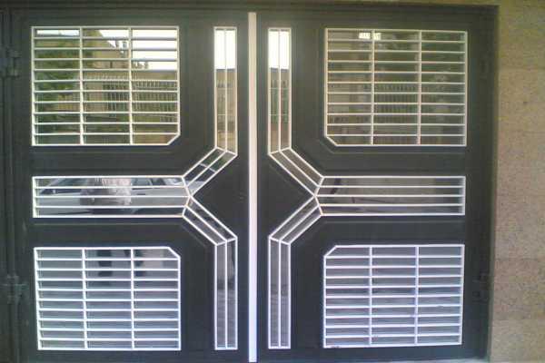درب فلزی بسیاز زیبا و شیک مناسب برای درب ورودی ساختمان , حیاط و پارکینگ کد ۱۳۰