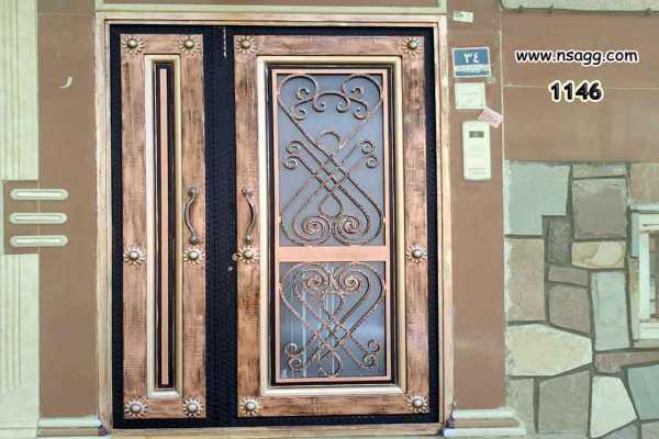 درب فلزی نفر رو خیلی زیبا و شیک با گل های فرفروژه مناسب برای ورودی حیاط و ساختمان کد ۱۸۸