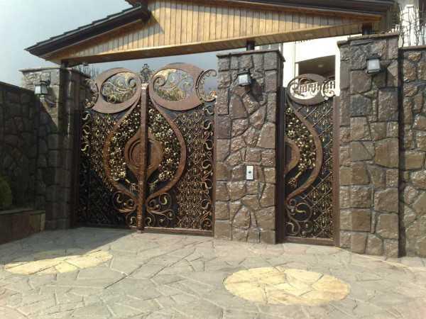 مدل فلزی درب ورودی نفر رو و ورودی ساختمان مخصوص باغ و ویلا با طرحی شیک و منحصر به فرد کد ۳۰۷