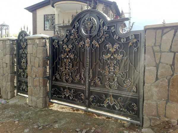 مدل فلزی درب ورودی باغ یا ویلا بسیار زیبا و شیک با طرحی منحصر به فرد کد ۳۰۸