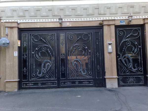 درب فلزی ورودی پارکینگ و نفر رو بسیار شیک و زیبا مناسب برای ورودی حیاط , ساختمان و پارکینگ کد ۳۰۹