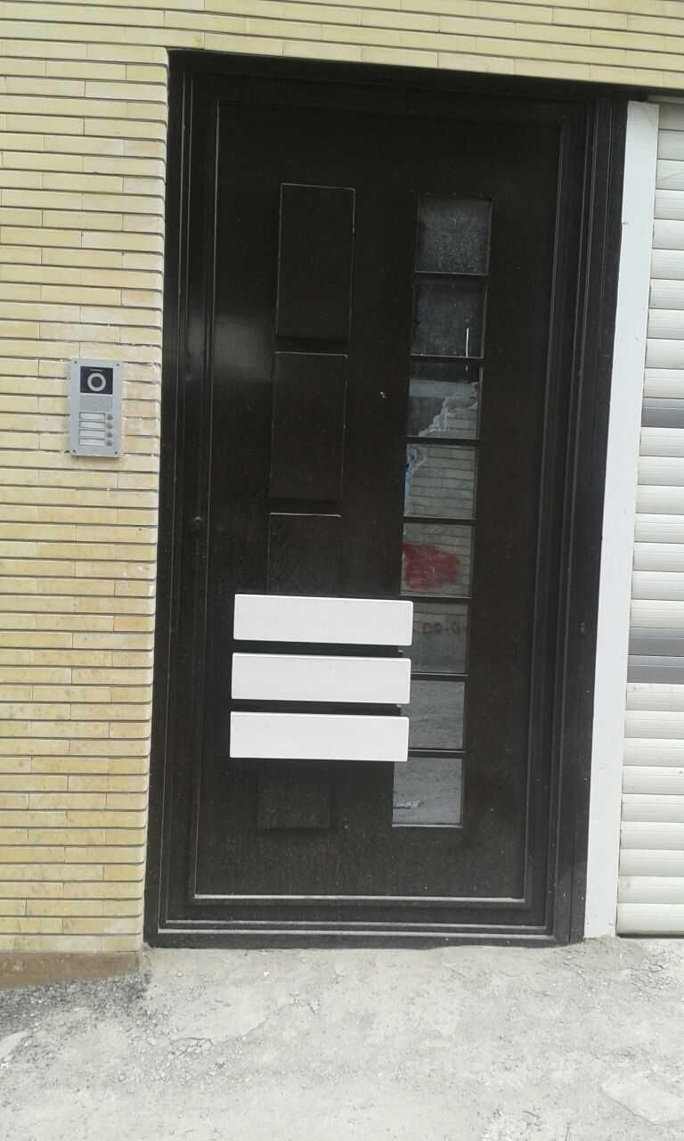 درب فلزی نفر رو بسیار شیک و زیبا با طرحی برجسته مناسب برای ورودی حیاط و ساختمان کد ۴۱۴