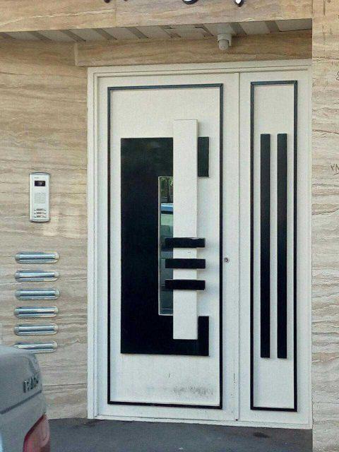 درب فلزی نفر رو بسیار شیک و به روز با طرحی برجسته مناسب برای ورودی حیاط و ساختمان کد ۴۲۰