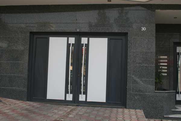 درب فلزی بسیار زیبا و شیک مناسب برای ورودی پارکینگ و حیاط کد ۹۷