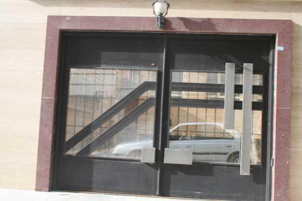 درب فلزی بسیار زیبا و با طرحی برجسته مناسب برای درب ورودی ساختمان , پارکینگ و حیاط کد ۹۹