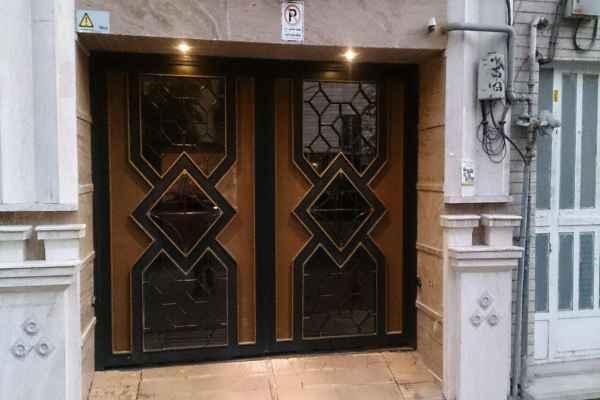 درب فلزی ورودی ساختمان یا حیاط با طرحی ساده و ماندگار و شیک کد 435