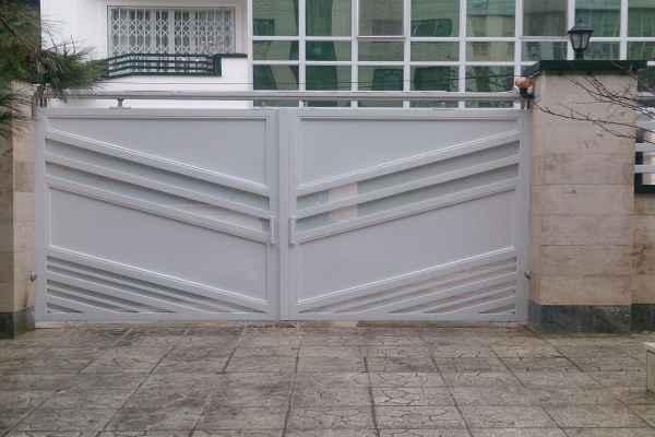 مدل ساده و بسیار شیک از درب فلزی دولنگه مناسب برای ورودی حیاط و ساختمان کد 436