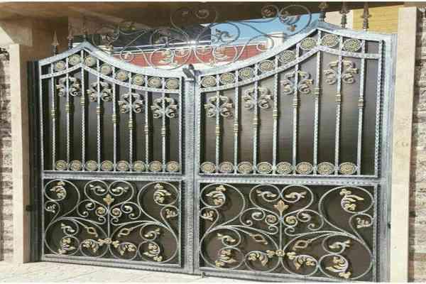 مدل درب فلزی فرفروژه بسیار زیبا با طراحی منحصر به فرد مناسب برای ورودی باغ ویلا و حیاط کد 461